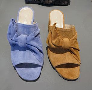 รองเท้าส้นเตี้ย