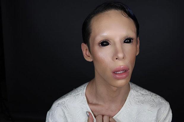 หนุ่ม 22 ปีผ่าตัดแปลงโฉมเป็นมนุษย์ต่างดาวไร้เพศ