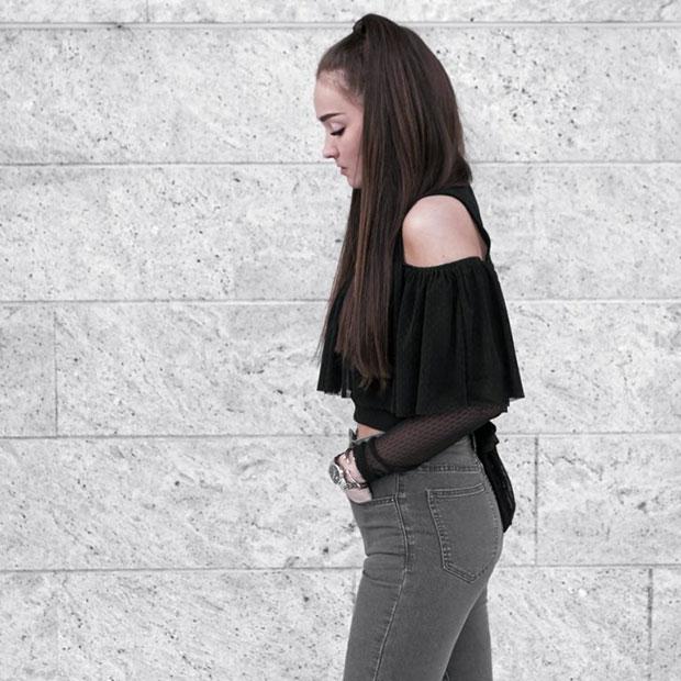 เสื้อ TFNC London, กางเกงยีนส์ Missy Empire, รองเท้าบู๊ท EGO, นาฬิกา Nicole Vienna