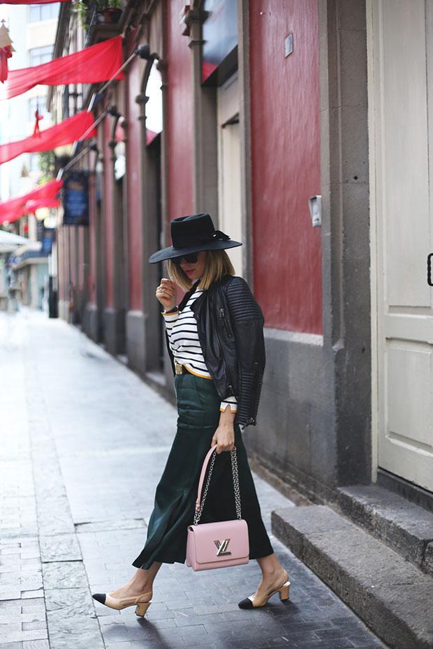 เสื้อ Zara, กางเกง Bershka, รองเท้า Chanel, กระเป๋า Louis Vuitton, เข็มขัด Moschino