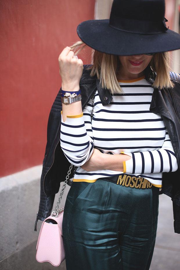 เสื้อ Zara, กางเกง Bershka, รองเท้า Chanel, เข็มขัด Moschino, กระเป๋า Louis Vuitton