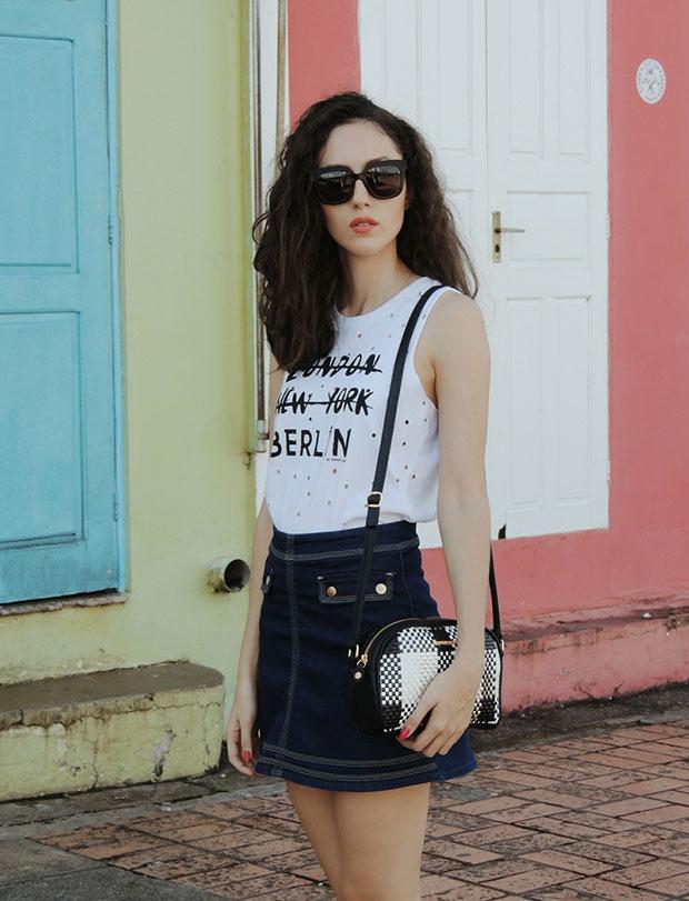 เสื้อ Damyller, กระโปรง Damyller, รองเท้า Riachuelo, แว่นตากันแดด Christian Dior, กระเป๋า Damyller