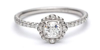 แหวนหมั้นทรงสี่เหลี่ยมคุชชั่นแบบ คิม คาร์ดาเชียน