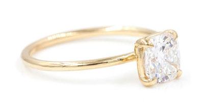 แหวนหมั้นทรงสี่เหลี่ยมคุชชั่น