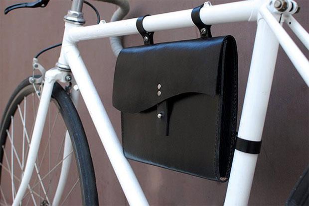 กระเป๋าส่วนที่อยู่ใต้เฟรมรถจักรยาน