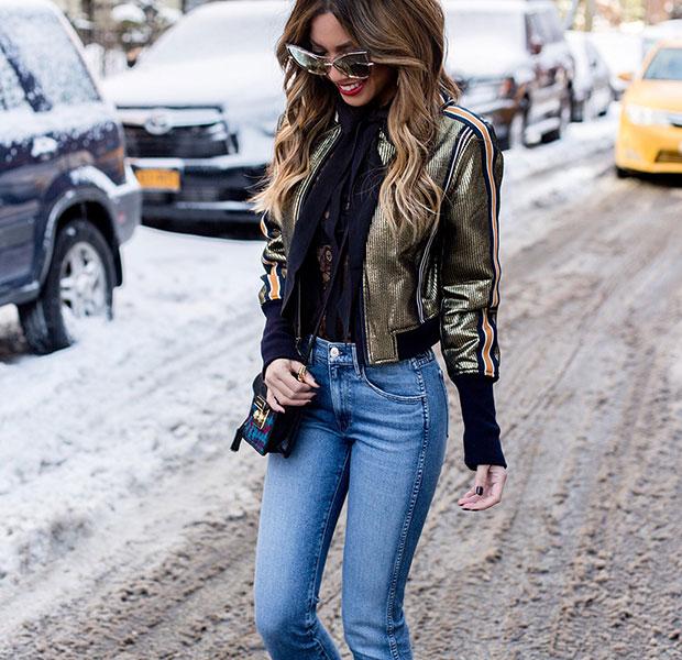 แจ็คเก็ต BCBG, เสื้อ Equipment, กางเกงยีนส์ 3x1, รองเท้าบู๊ท Kendall + Kylie, กระเป๋า Juicy Couture