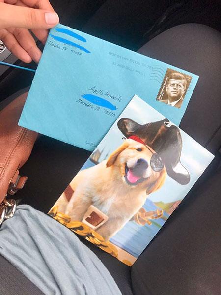 แฟนเก่าของผู้หญิงคนนี้ยังส่งของขวัญวันเกิดให้แก่สุนัขของพวกเขาทุกปี