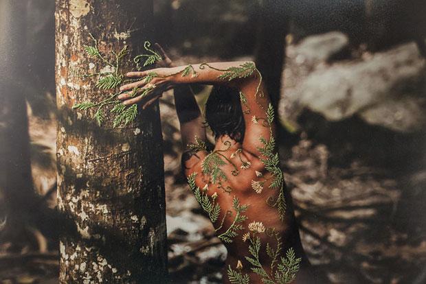 ภาพถ่ายงานศิลป์ผสานงานเย็บปักถักร้อย