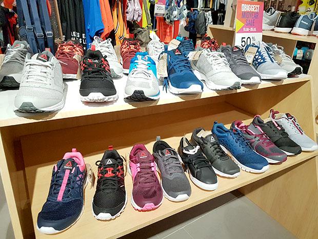 รองเท้ากีฬาลดราคา เอ็มโพเรียม