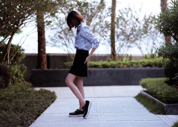 เสื้อ Zara, กระโปรง Zara, รองเท้า T.U.K. Footwear