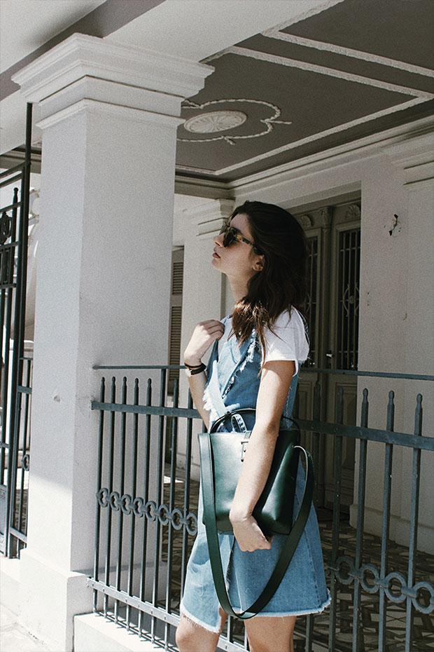 เดรส Stay Sunny Chicago, เสื้อยืด Mango, รองเท้า Zara, กระเป๋า Cais, แว่นตากันแดด Komono