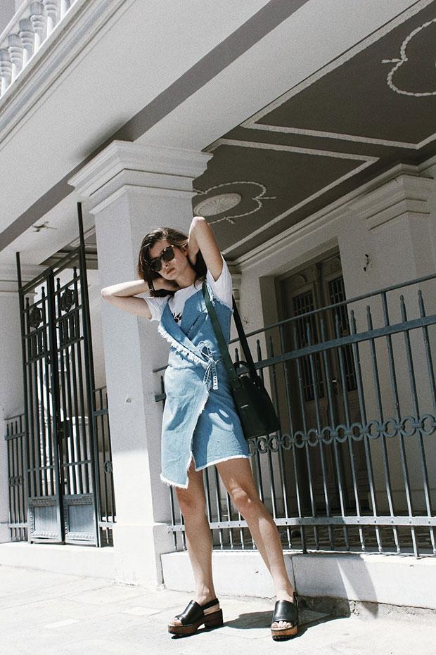 เดรส Stay Sunny Chicago, เสื้อยืด Mango, รองเท้า Zara, แว่นตากันแดด Komono, กระเป๋า Cais