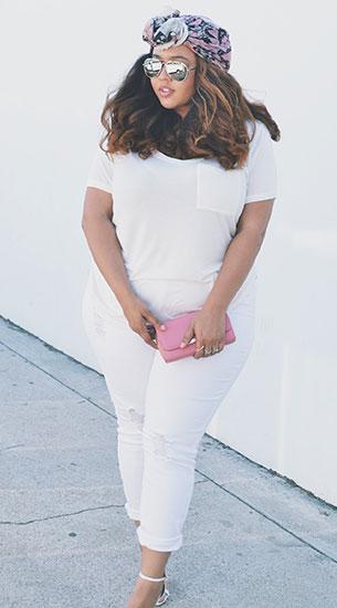 เสื้อยืดสีขาว กางเกงยีนส์สีขาว