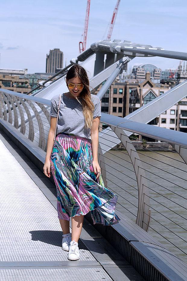 เสื้อ Zara, กระโปรง Asos, กระเป๋า Michael Kors, รองเท้า Adidas