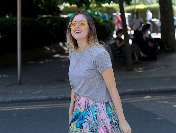เสื้อ Zara, กระโปรง Asos, รองเท้า Adidas, กระเป๋า Michael Kors