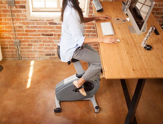 โต๊ะทำงานที่ปั่นจักรยานได้