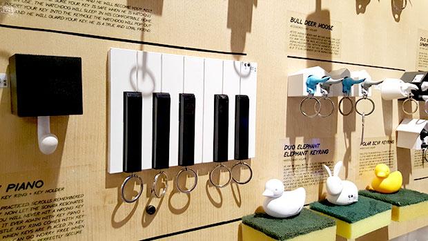 พวงกุญแจและที่เก็บกุญแจรูปเปียโน แบรนด์ QUALY