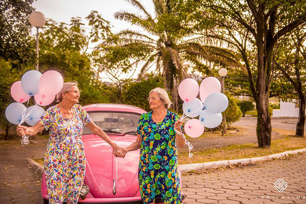 คุณย่าฝาแฝดอายุ 100 ปี