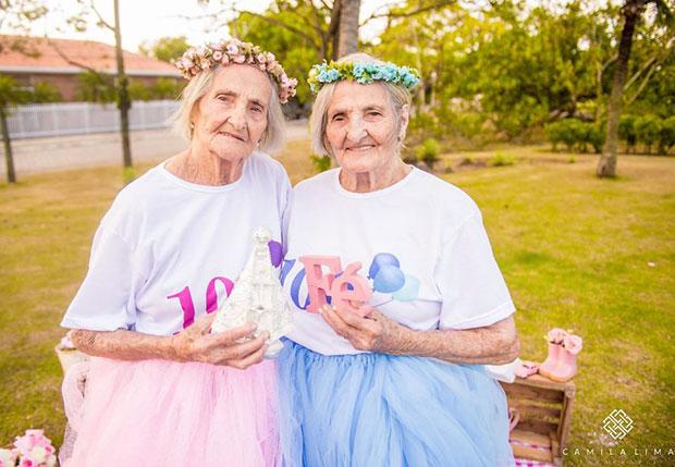 ฉลองวันเกิดครบรอบ 100 ปีของคุณย่าฝาแฝด