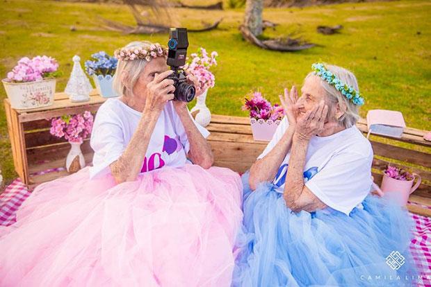 ฉลองวันเกิดครบ 100 ปีของคุณย่าฝาแฝด
