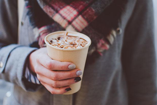 ดื่มเครื่องดื่มที่มีคาเฟอีนทำให้การมีประจำเดือนแย่ลง