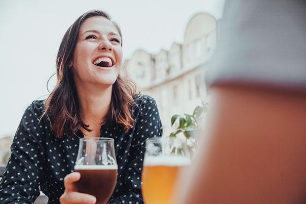 ดื่มเครื่องดื่มที่มีแอลกอฮอล์ทำให้การมีประจำเดือนแย่ลง