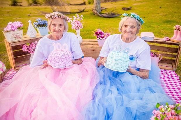 ภาพคุณย่าฝาแฝดอายุ 100 ปี