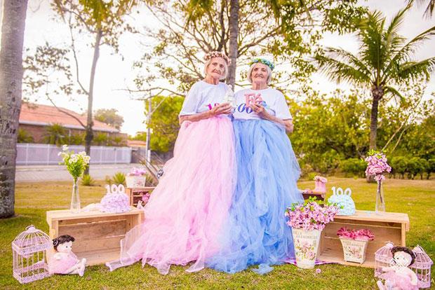 ภาพฉลองวันเกิด 100 ปีของคุณย่าฝาแฝด