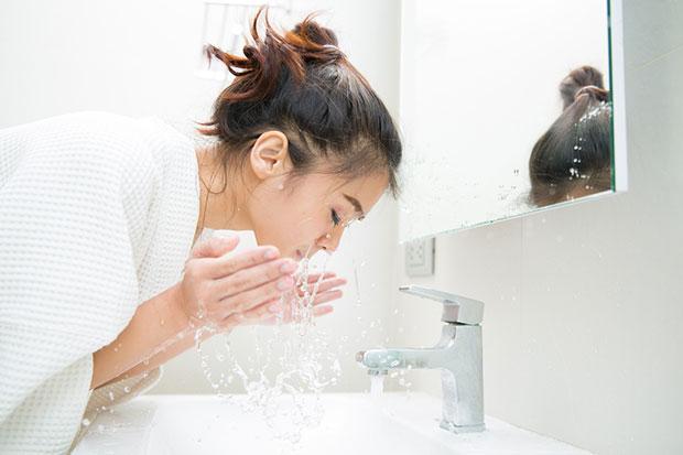 วิธีดูแลผิว ล้างหน้าให้สะอาดหมดจดอย่างอ่อนโยน