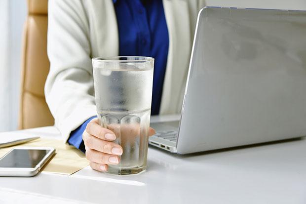 วิธีดูแลผิว ใส่ใจการดื่มน้ำ