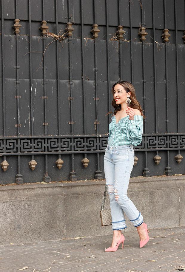 เสื้อเชิ้ต Zara, กางเกงยีนส์ Zara, รองเท้าส้นสูง Uterqüe, กระเป๋า Zara, ต่างหู Uterqüe