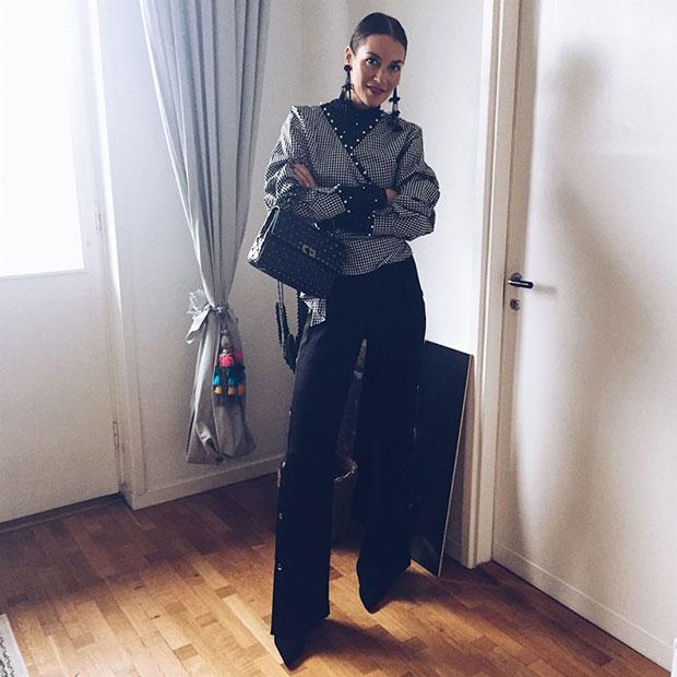 เสื้อ H&M, กางเกง H&M, ต่างหู H&M, กระเป๋า Valentino