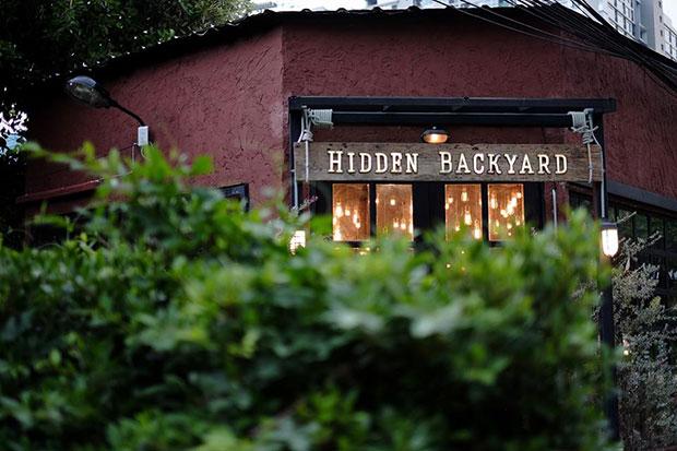 ร้านกาแฟ Hidden Backyard