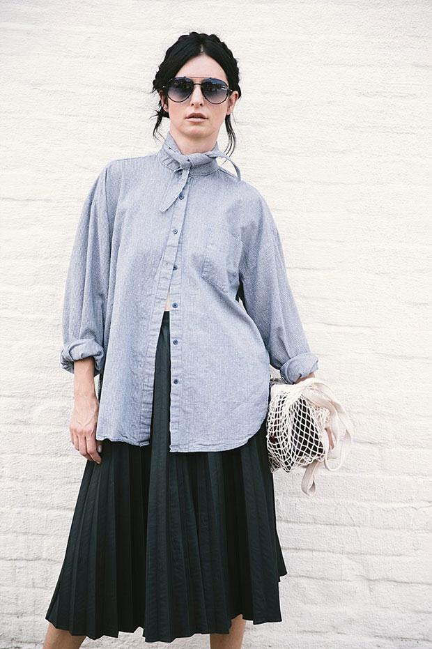 เสื้อเชิ้ต Berry N, กระโปรง Moscov, กระเป๋า Chanel, รองเท้า Celine