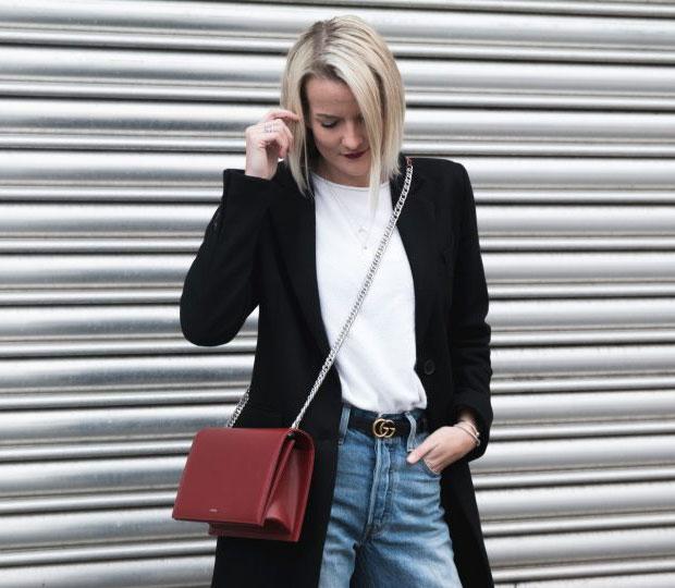 เสื้อโค้ท Zara, กางเกงยีนส์ Levi's, เข็มขัด Gucci, กระเป๋า Agneel