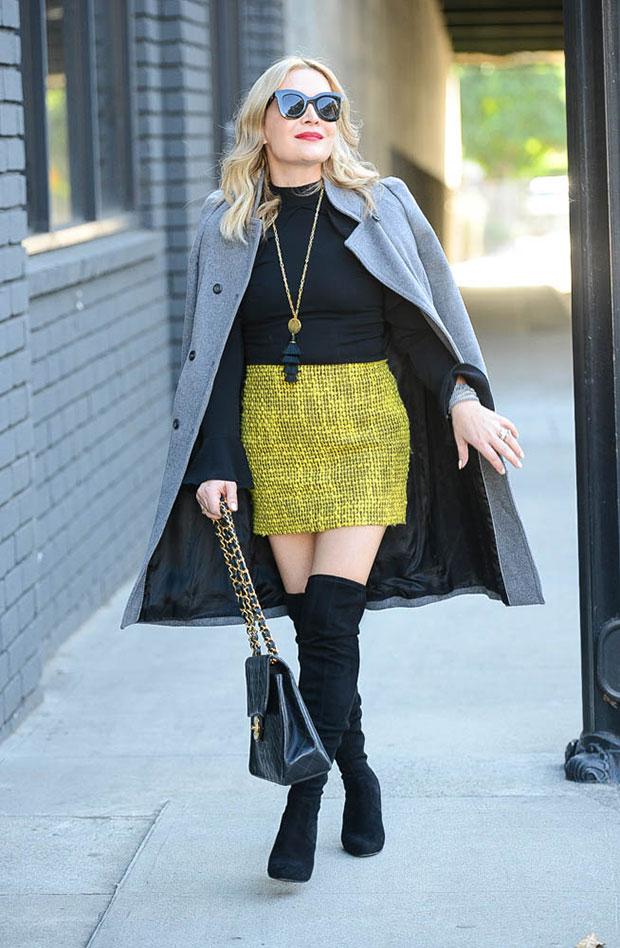 เสื้อโค้ท Zara, เสื้อ Storets, กระโปรง Alice & Olivia, กระเป๋า Chanel Bag, รองเท้าบู๊ท Steve Madden