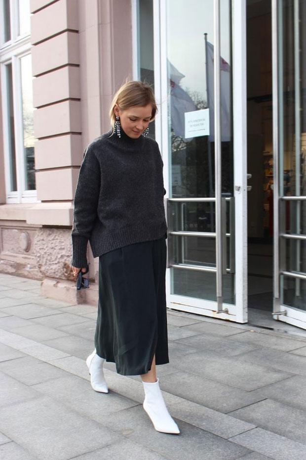 สเว็ตเตอร์ H&M, กระโปรง Massimo Dutti, รองเท้า H&M, แว่นตากันแดด Celine, ต่างหู H&M