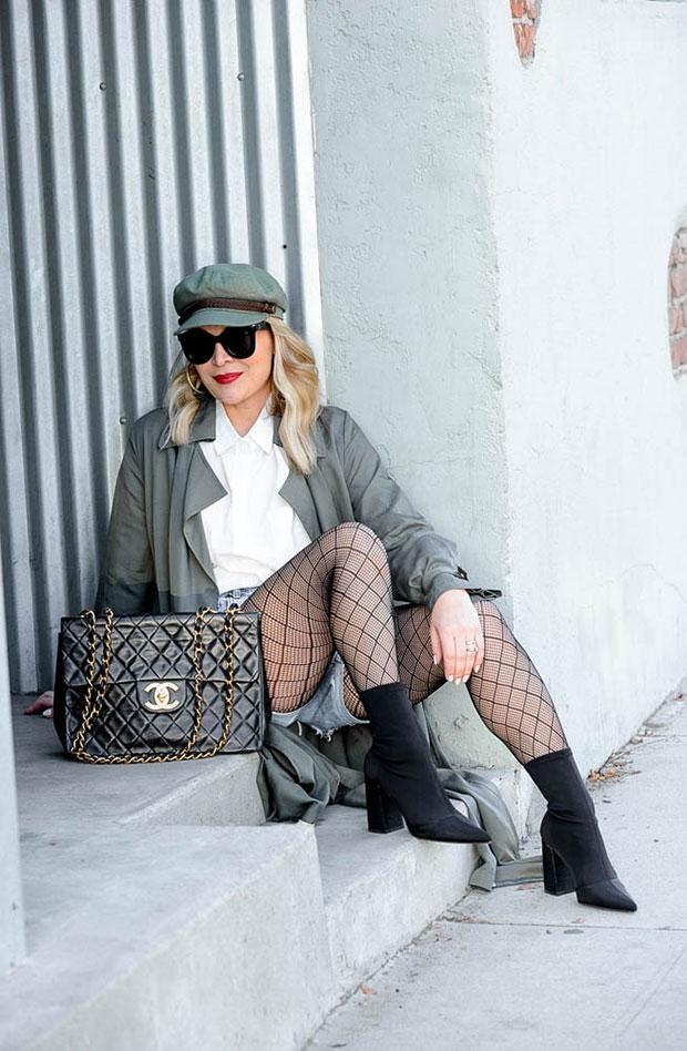 เสื้อโค้ท Loosely, เสื้อเชิ้ต Loosely, กางเกงขาสั้น One Teaspoon, รองเท้าบู๊ท Steve Madden, กระเป๋า Chanel, หมวก Brixton