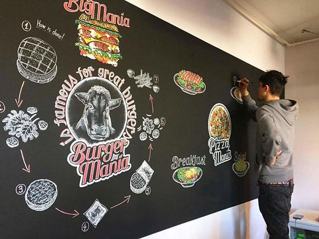 ศิลปะวาดภาพชอล์กบนกระดานดำ