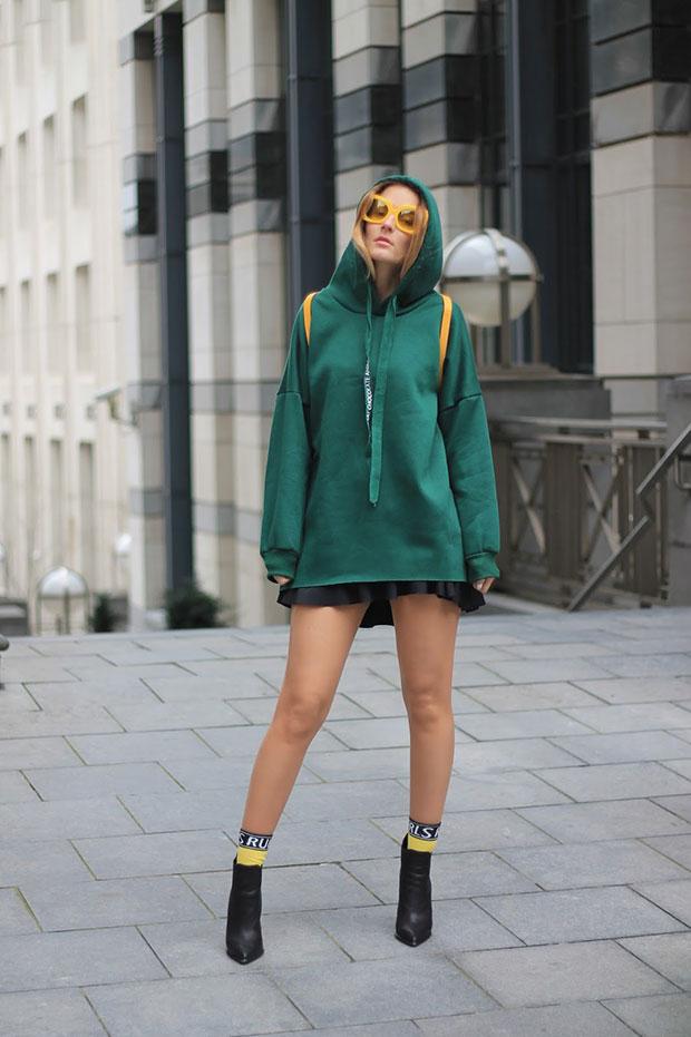 สเว็ตเตอร์ DressLily, กระโปรง Zara, รองเท้าบู๊ท Jeffrey Campbell, แว่นตากันแดด Versace Medusa, กระเป๋าเป้ Zara