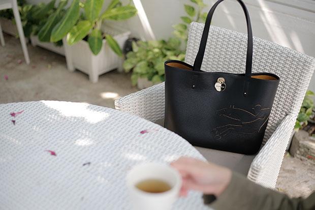 กระเป๋ารุ่น Shop It สีดำ