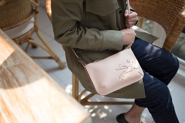 กระเป๋ารุ่น Shop It สี Powder Pink