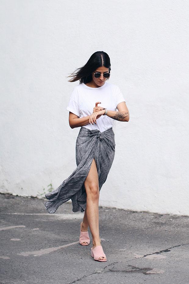 เสื้อยืด Asos, กระโปรง H&M, รองเท้า Front Row Shop, นาฬิกา Cluse