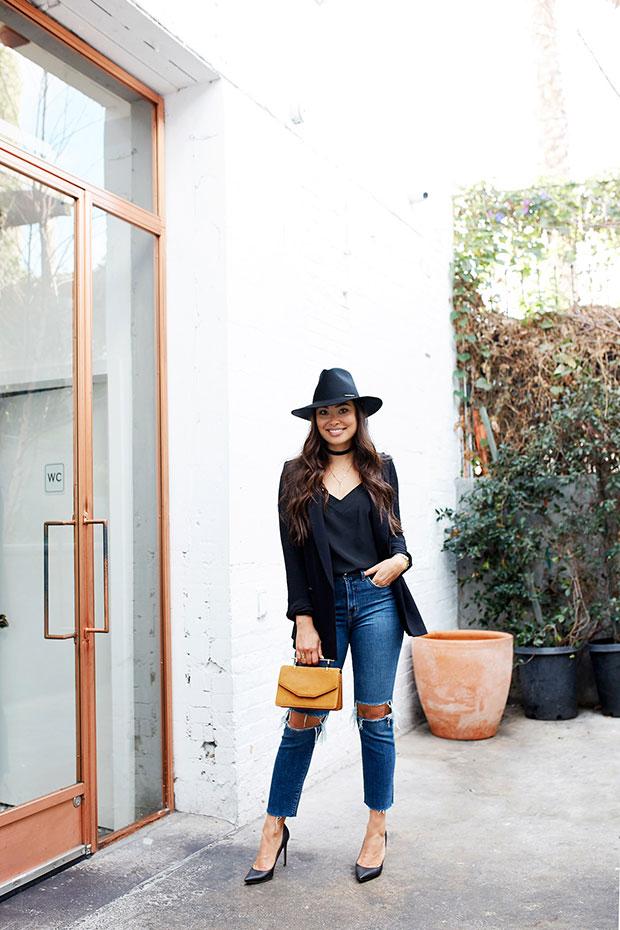 เสื้อสูท Club Monaco, เสื้อ Cuyana, กางเกงยีนส์ L'Agence, รองเท้า Valentino, กระเป๋า M2Malletier