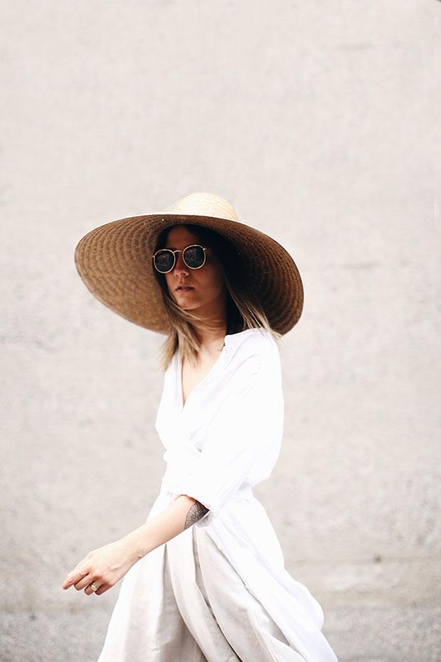 เสื้อ Rodebjer, กางเกง Oak+Fort, หมวก The Dreslyn, รองเท้า Zara