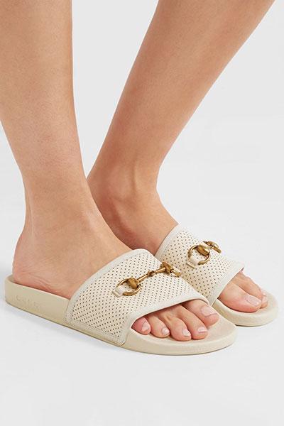 รองเท้าแตะยาง Gucci Pursuit Horsebit Detailed Perforated