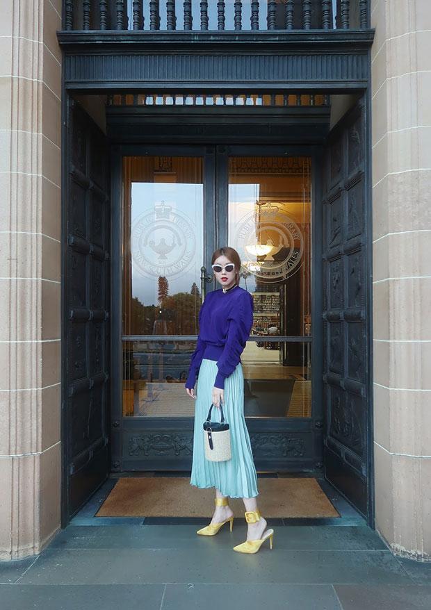 เสื้อ H&M, กระโปรง H&M, กระเป๋า LPA, รองเท้า Raye
