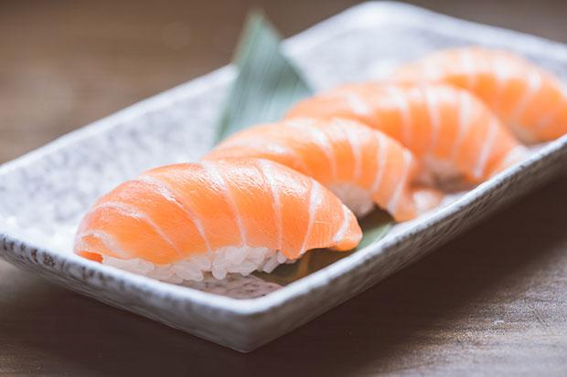 เหตุใดกินปลาแซลมอนจึงดีต่อผิว