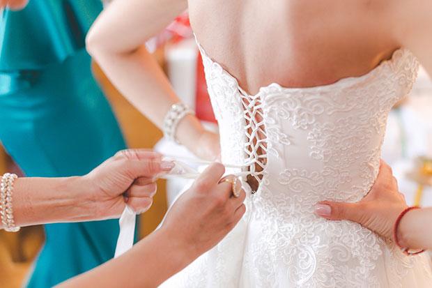 คำแนะนำที่ดีที่สุดก่อนที่จะไปลองชุดแต่งงาน