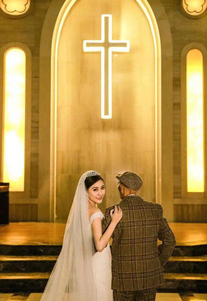 ถ่ายภาพในชุดแต่งงานกับคุณปู่